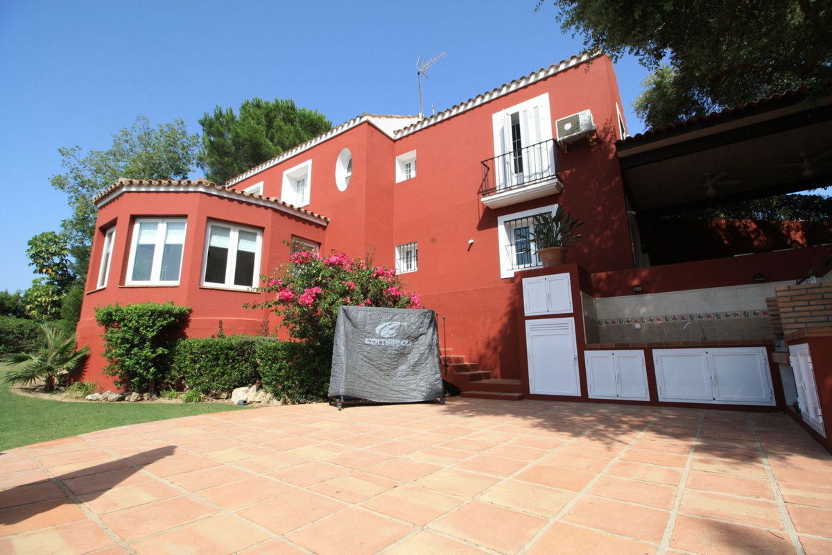 Fantastic villa located in a quiet area of the F-Zone in Sotogrande Alto. The property boasts magnif, Spain