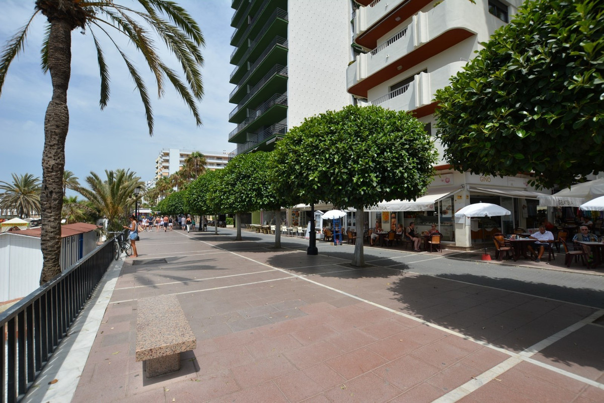 APARTMENT IN FIRST LINE OF THE PROMENADE! MAGNIFICENT VIEWS TO THE SEA !!  Interesting opportunity t, Spain