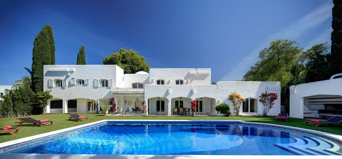 Stunning villa situated in Atalaya Rio Verde, Puerto Banus  The villa is situated in excellent priva, Spain