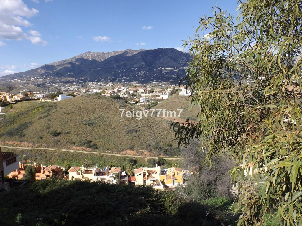 BUILDING PLOT WITH APPROVED VILLA PROJECT.- FUENGIROLA  Plot of land in the residential area of Sier,Spain