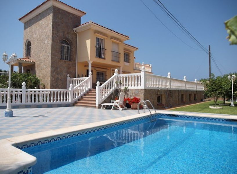 Luxury villa - only 50 meters from the beach - with magnificent sea and mountain views, 3 apartments, Spain