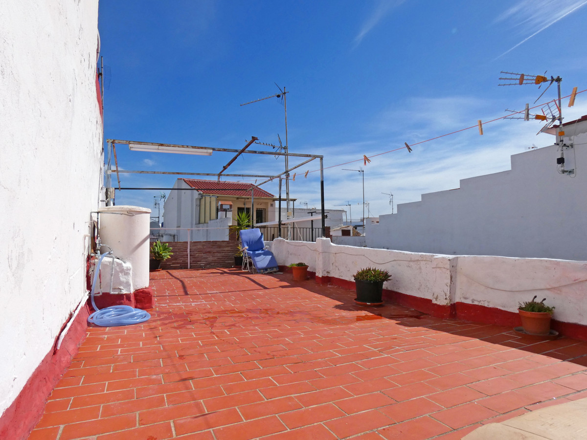 A cosy 2 bedroom, one bathroom townhouse in need of renovation but very centrally located, within wa,Spain