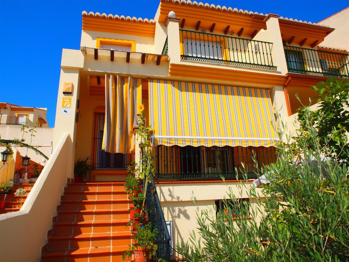 Beautiful townhouse overlooking the sea in the estate's Vina Malaga. This property consists of a, Spain