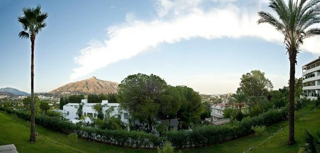 Beautiful apartment with views close to the beach in Marbella. The 225 sqm property is distributed i,Spain