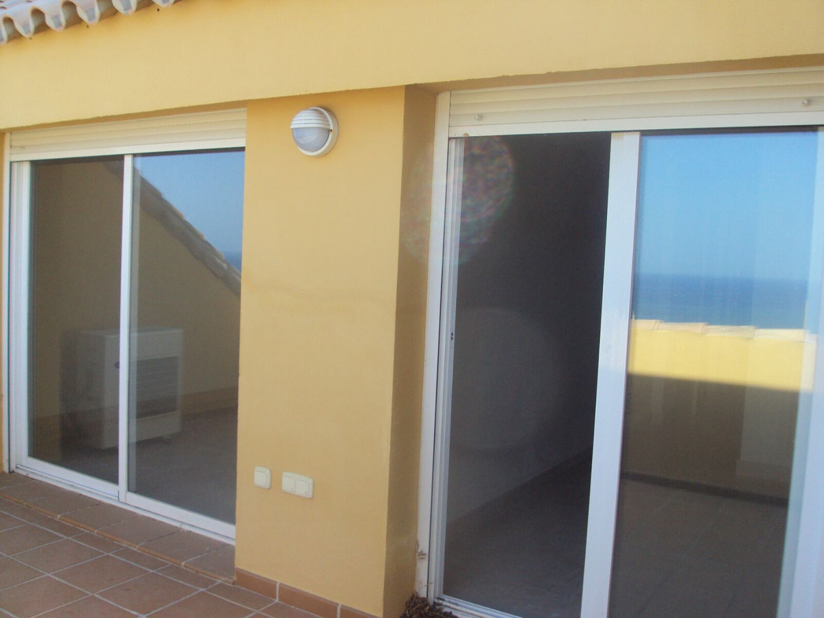 Magnificent and beautiful penthouse with magnificent views to the sea and Sohail Castle, close to th Spain