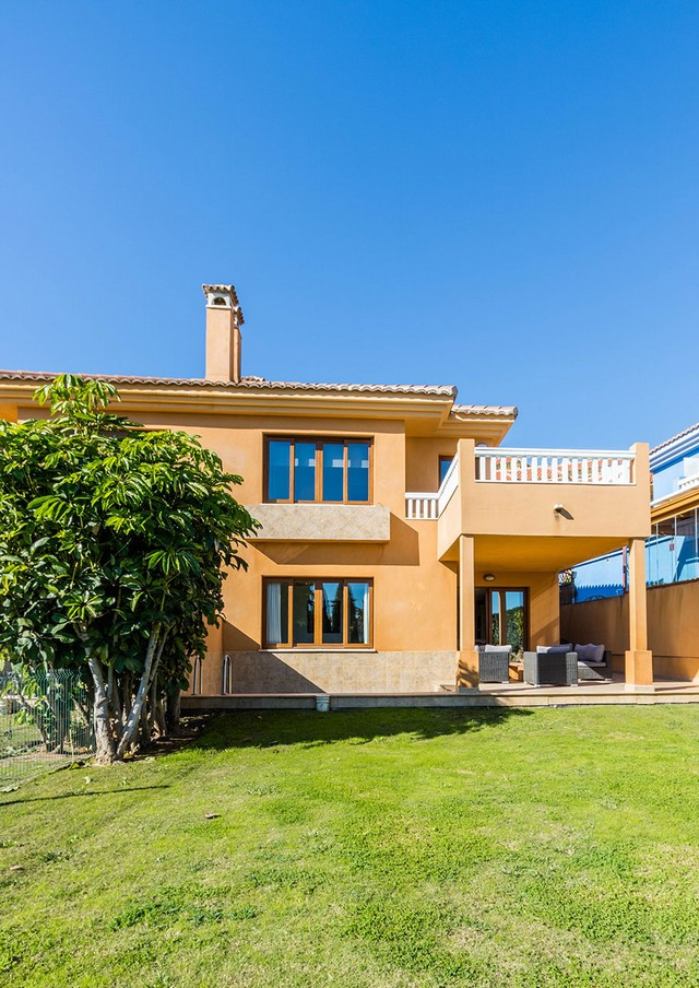 An exclusive semidetached house in the very exclusive resort Reserva del Higueron. This house is sol, Spain