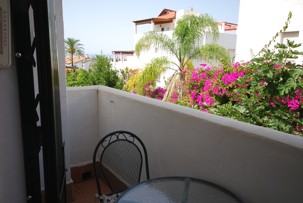 Very spacious townhouse ideal located in Nagueles! Don´t miss this opportunity to live on the golden,Spain