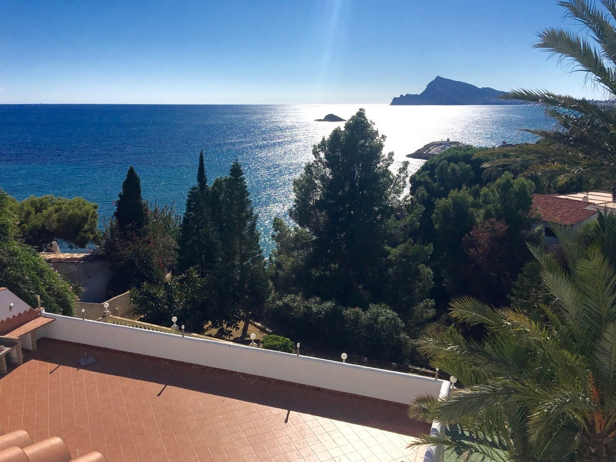 Extraordinary, large, beachfront villa in Altea, Alicante (Costa Blanca) with direct access to the s, Spain