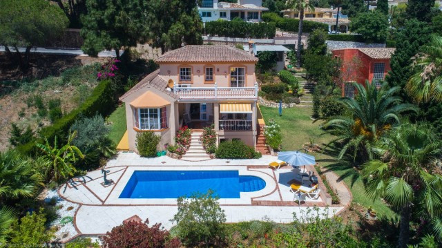 Modern and bright Villa located at short distance from services and surrounded by greenery with 100%,Spain