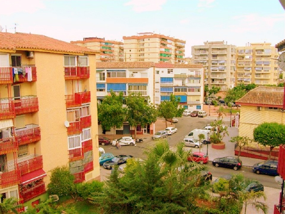 Apartment on Avenida de Mijas, Fuengirola center this is a 5 floor apartment without elevator and co, Spain