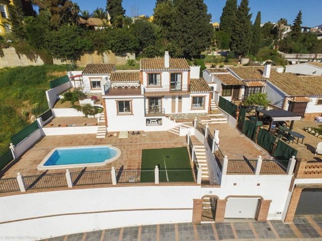 OPPORTUNITY!!! RECENT REDUCTION FROM 350.000€ TO 299.000€!!!  A delightful villa with fantastic pano, Spain