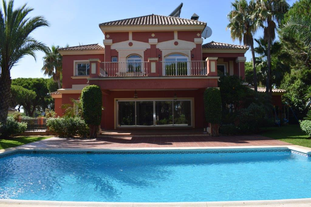 Fantastic south facing villa with a magnificent plot of 1,300 mtrs. Located in Hacienda Las Chapas a, Spain