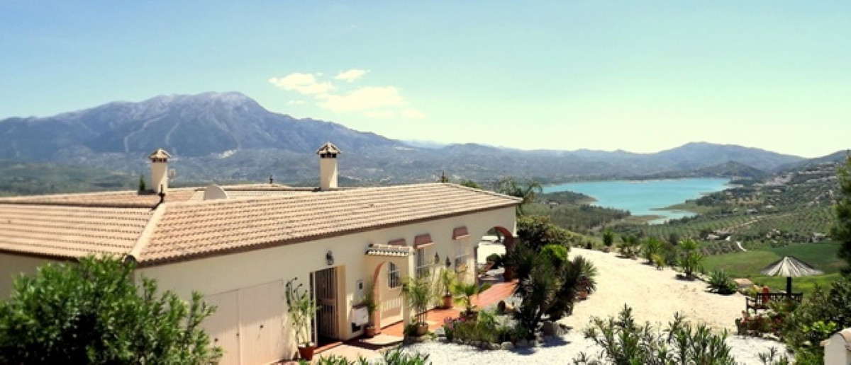 A rare opportunity to purchase a villa that is outstanding in a whole array of characteristics: qual, Spain