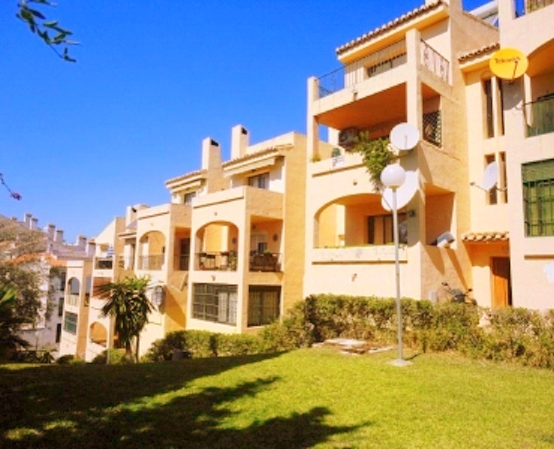 Apartment located in the zone of El Hornillo, Mijas consisiting out of income hall, salon/dining, Am, Spain