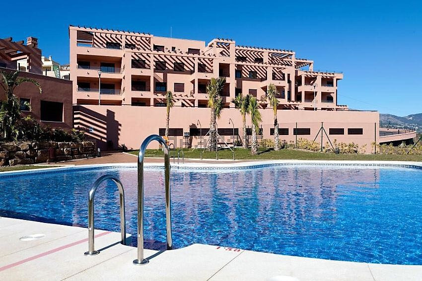 Wonderful apartment in gated community by the hipodrome, South west facing with panoramic sea and co,Spain