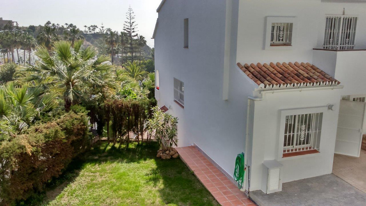 3 bedrooms 2 1/2 bathroom south facing semi-detached villa with beautiful views of the the sea and t,Spain