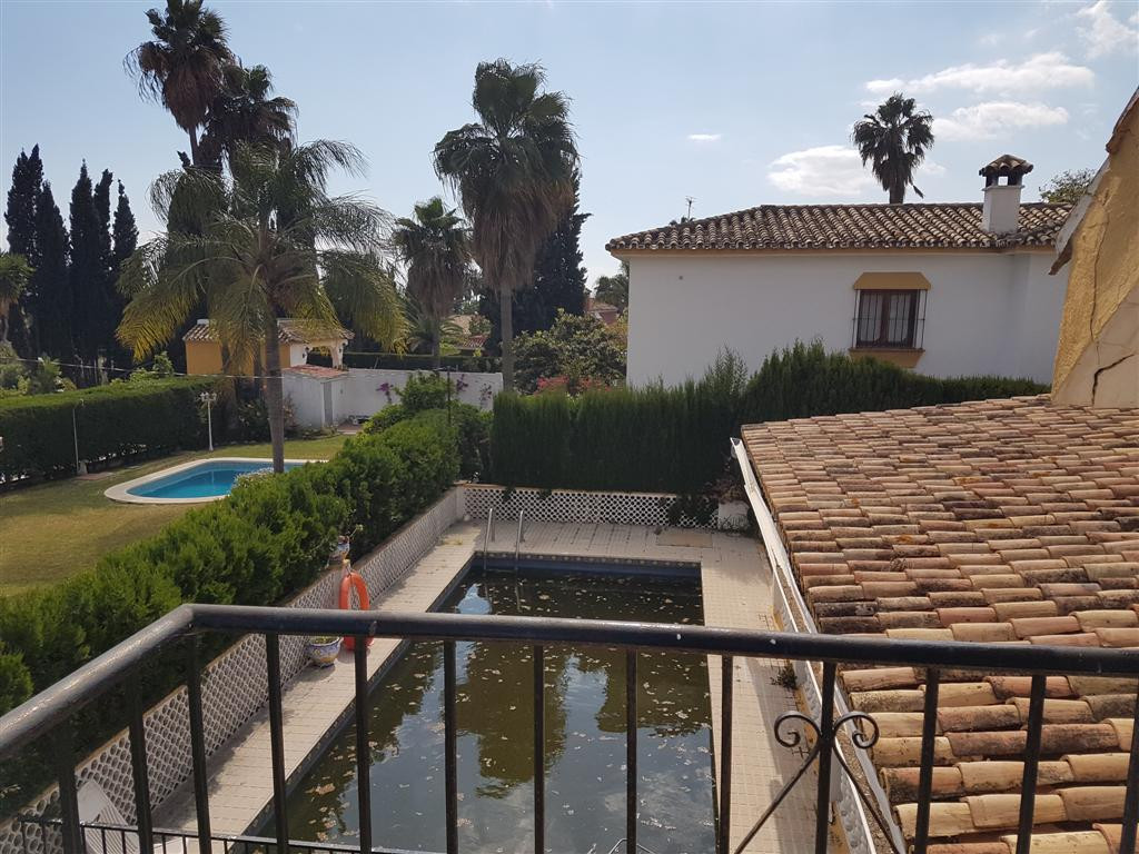 RENOVATION PROJECT  Villa from 1990 in El Mirador area, needs completly renovation as the qualities ,Spain