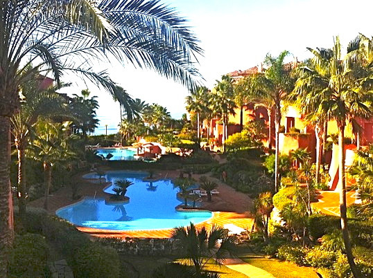 SUPERBLY PRICED FOR QUICK SALE! Beautiful 3 bed, 3 bath duplex penthouse in Menara Beach, the stunni, Spain