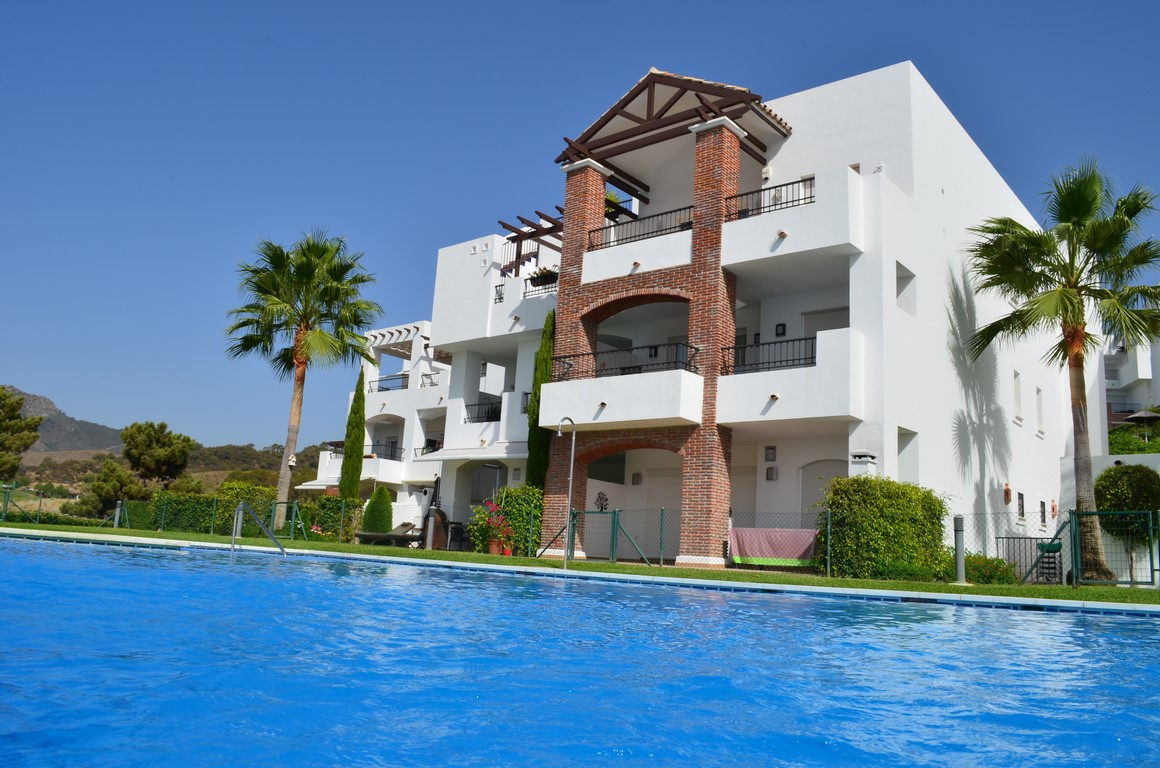 Modern apartment with luxury specification in the famous Resort Los Arqueros Golf. 24h security. Stu, Spain