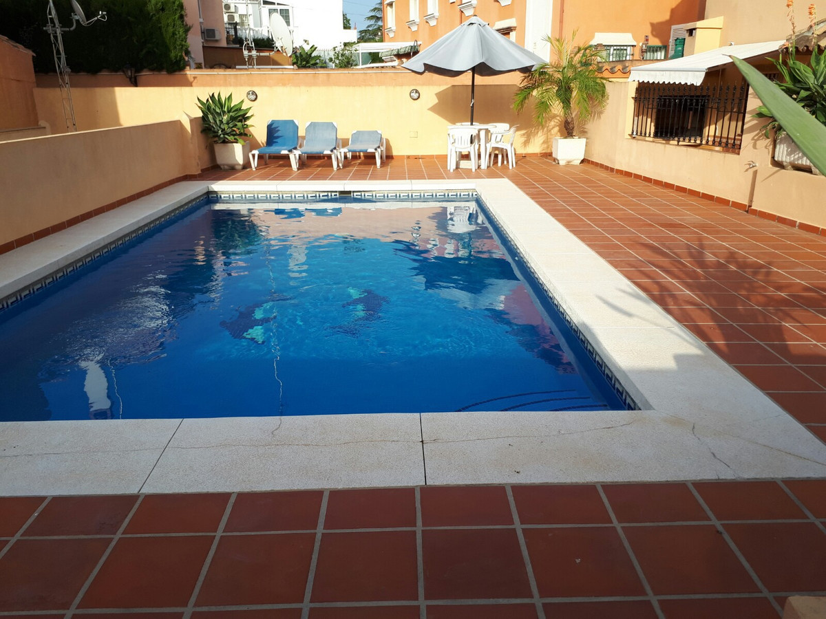 Semi-Detached House, Fuengirola, Costa del Sol. 4 Bedrooms, 4 Bathrooms, Built 220 m², Terrace 30 m², Spain