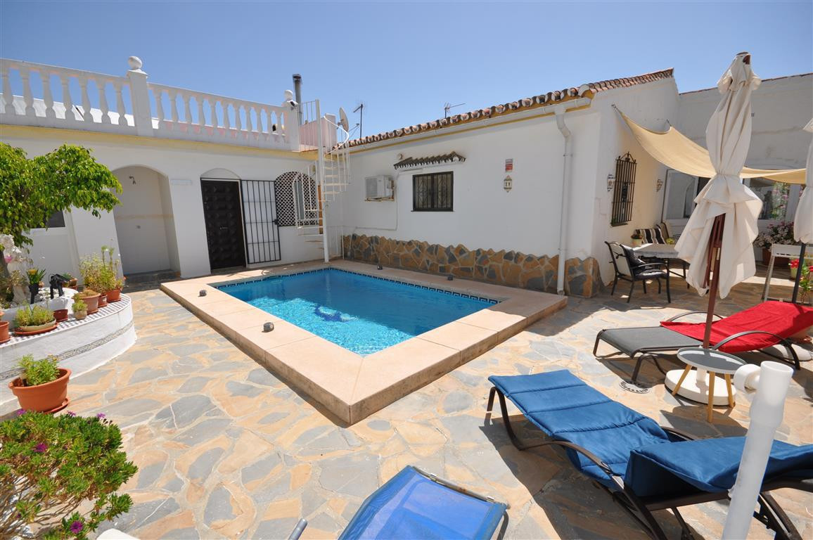 Atractive villa with private swimming pool only 200 meters from the beach. Located in a well mantain, Spain