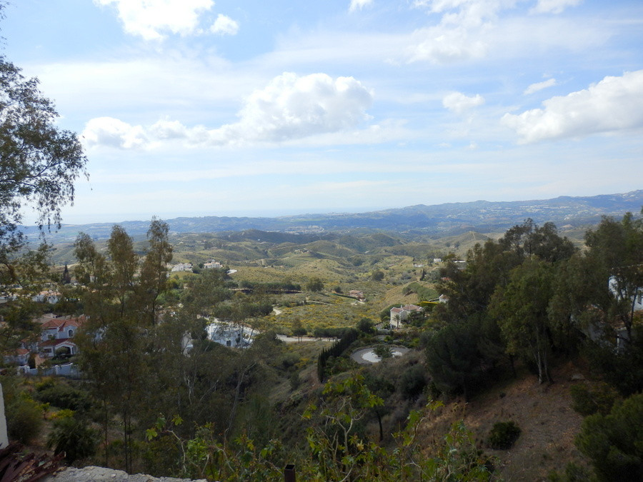 Residential plot for sale in Urb. Valtocado,  just 7 minutes from Mijas Pueblo.  And just 25 minutes, Spain