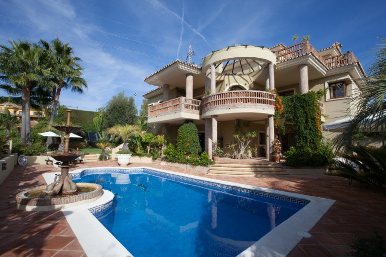 Spectacular and unique south facing 4 Bedroom 4 Bathroom villa situated within the prestigious urban,Spain