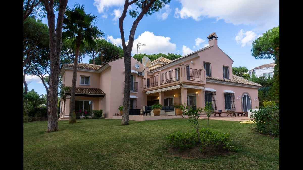 A smart designed 5 bedroom villa, with elegant and comfortable spaces, which invite you into a homel,Spain