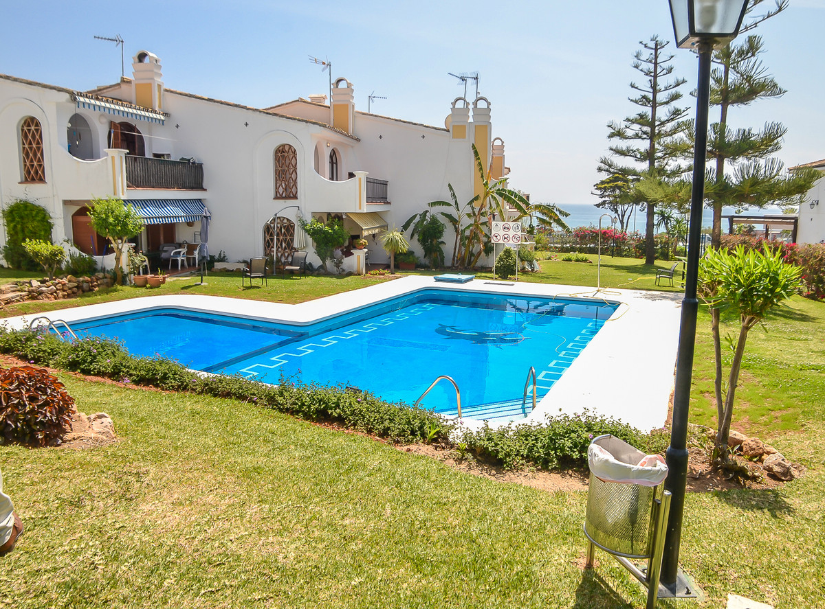 Sale of spacious apartment of 2 bedrooms and 2 bathrooms, located just 100 meters from the beach in , Spain