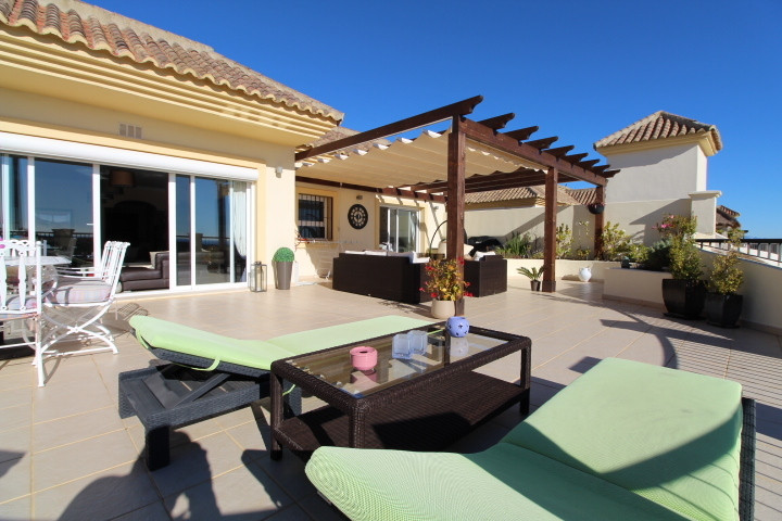 San Roque Golf: Amazing 3 bedroom 3 bathroom duplex penthouse. Recently undergone a major reform and, Spain