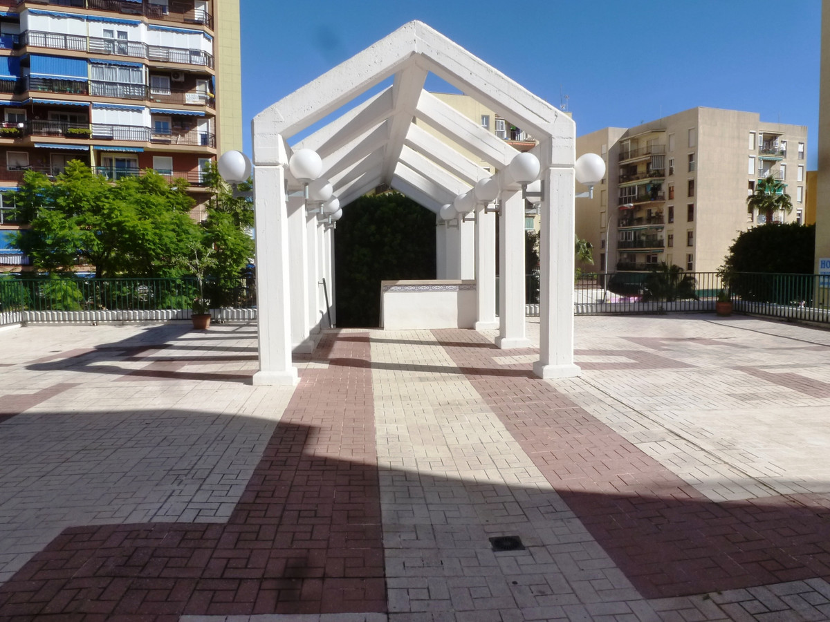 Middle Floor Apartment, Torremolinos Centro, Costa del Sol. 4 Bedrooms, 2 Bathrooms, Built 98 m², Te, Spain