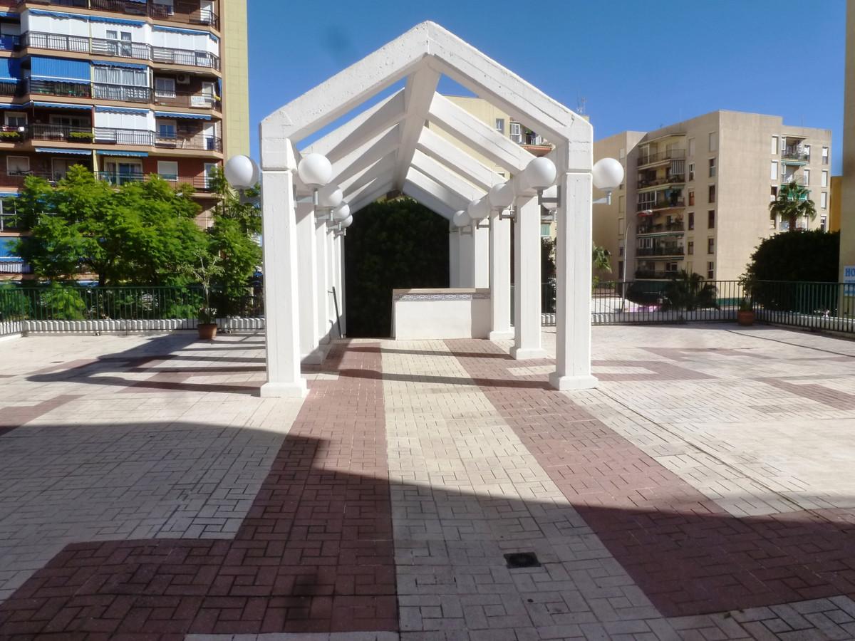 Middle Floor Apartment, Torremolinos Centro, Costa del Sol. 4 Bedrooms, 2 Bathrooms, Built 98 m², Te,Spain