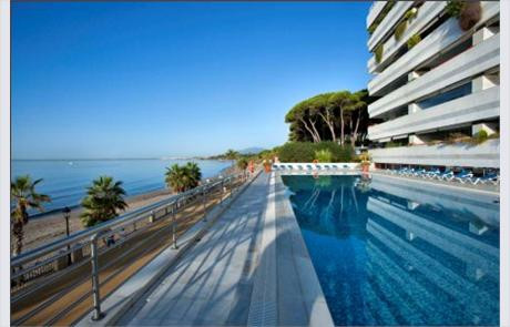 This is an incredible penthouse in first line beach. Modern complex building in firt line beach in t, Spain