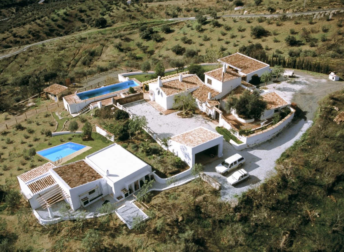 Prestigious Villa with panoramic views to the mountains, a guest apartment and a separate Guest Hous,Spain