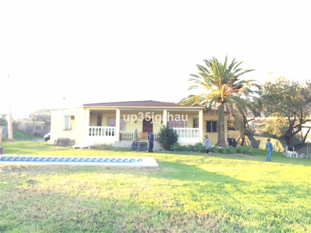 Detached Villa, Estepona, Costa del Sol. 3 Bedrooms, 2 Bathrooms, Built 150 m², Garden/Plot 19500 m², Spain