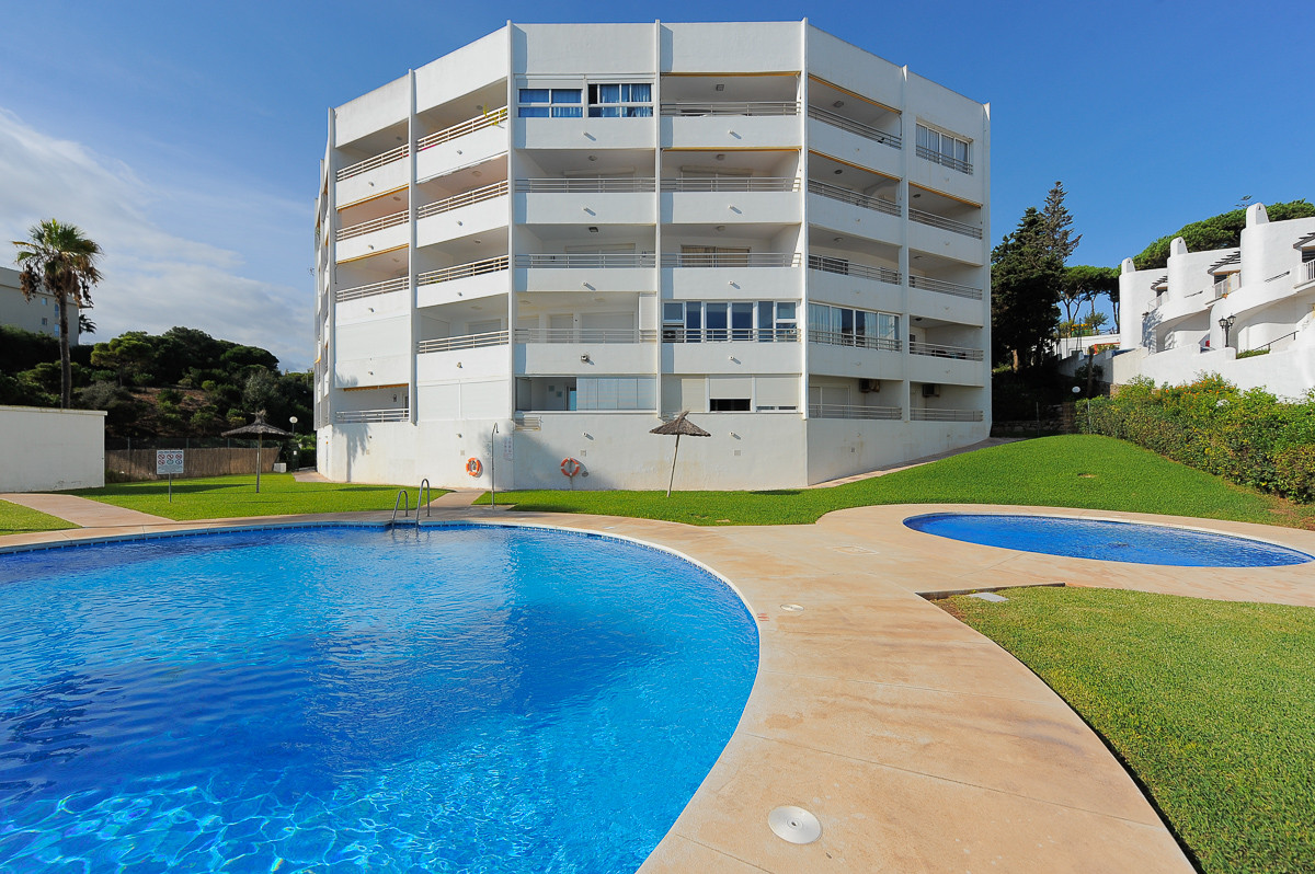 Price recently reduced from 249.000€ to 239.000€ for a quick sale. This front line beach penthouse i,Spain