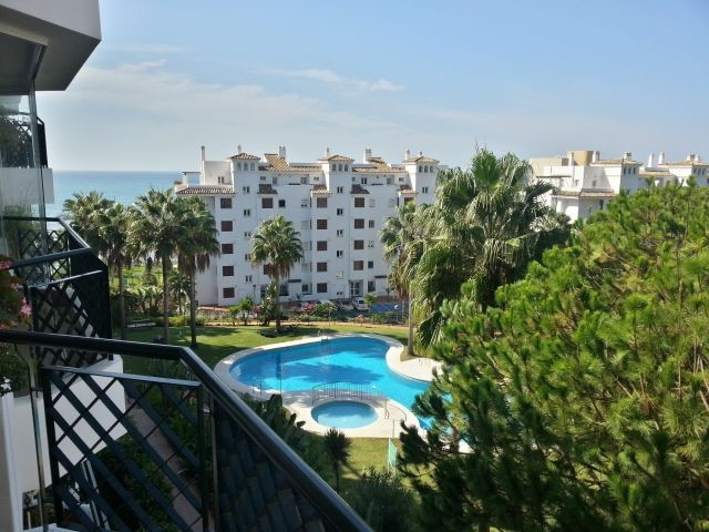 Fantastic investment opportunity and good rental return 2 bedroom 2 bathroom apartment in Mi Caprich,Spain
