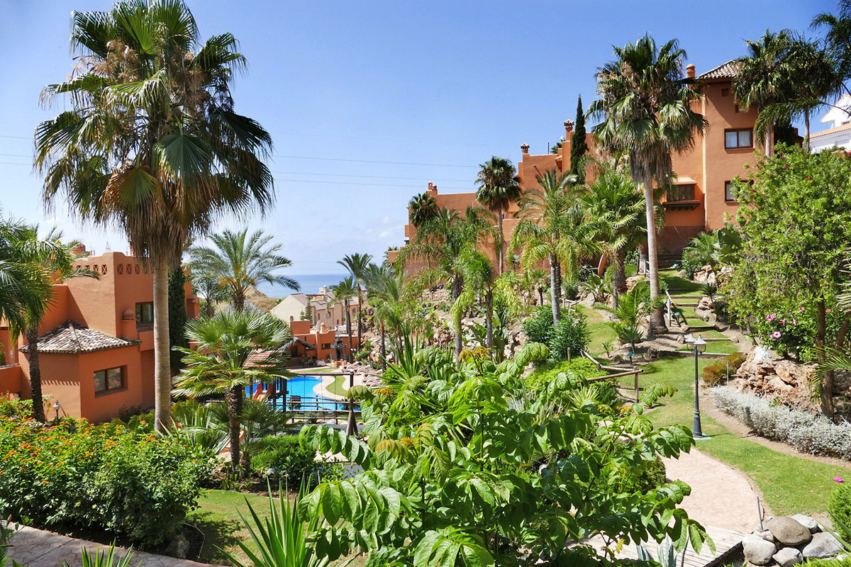 Large 5 bedroom townhouse in the gated community of Riviera Hill Club with a size of 211m2  built in, Spain