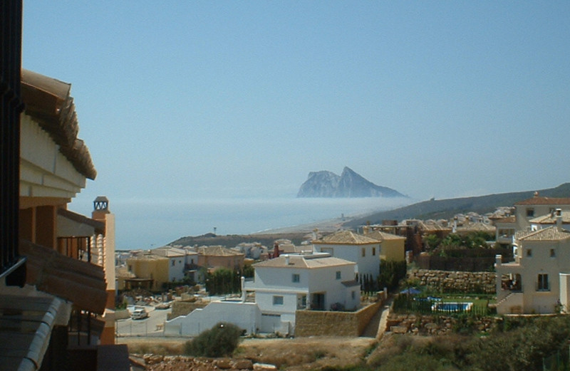 Huge 3 bed town house in the lovely villaje of Alcaidesa. Fantastic views of Gibraltar and Africa an,Spain