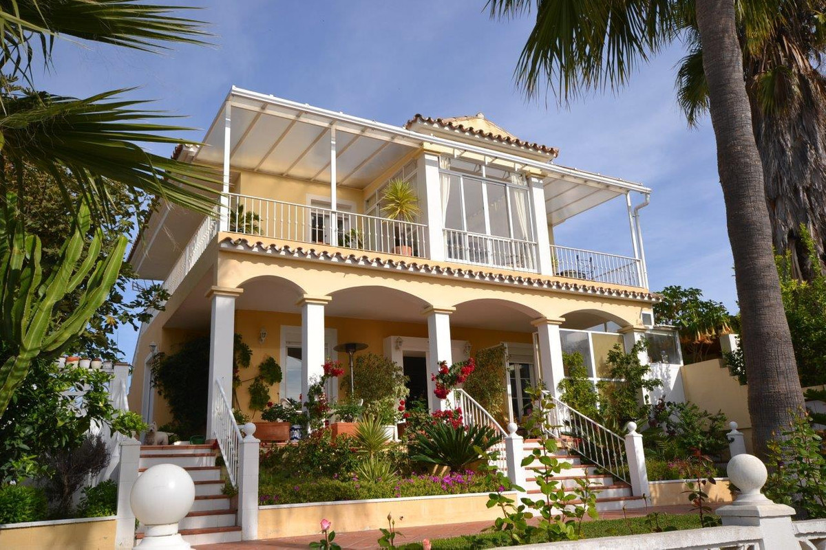 Detached villa in the residential area Ricmar, close to the International English Collegeand only a ,Spain