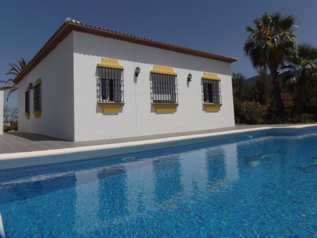 Excellent 3 bedroom finca located at the outskirts of Alhaurin el Grande. The main house enjoys a fu, Spain