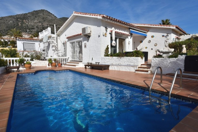 A comfortable villa in mature Capellania area, close to prestigious Reserva El Higueron, comprising , Spain