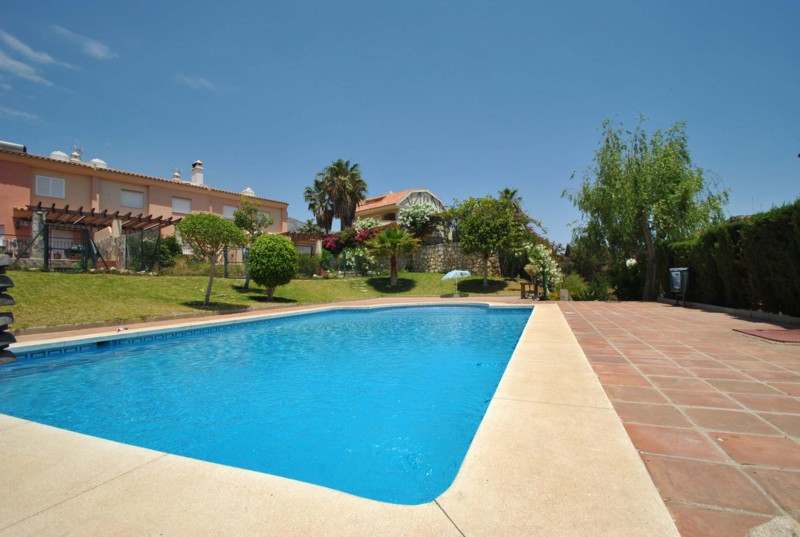 RESERVED!!!  Reduced from 370,000€, this end or row corner townhouse in Torrequebrada, Benalmadena i,Spain