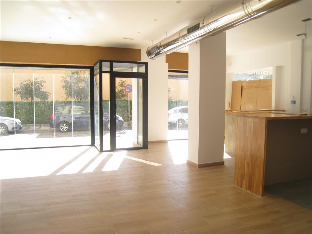 Nice commercial premises of 80 square meters, excellent location, a few meters from the seafront in ,Spain