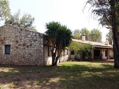 Large finca of 460m2 on a plot of 36.385m2 in the prestigious residential area of Helios, Ontinyent.,Spain