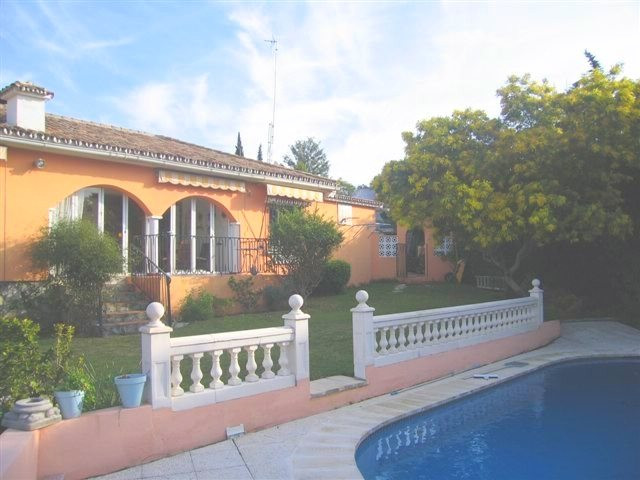 A well maintained villa on the outskirts of San Pedro, a quiet area yet near to all amenities to sui, Spain
