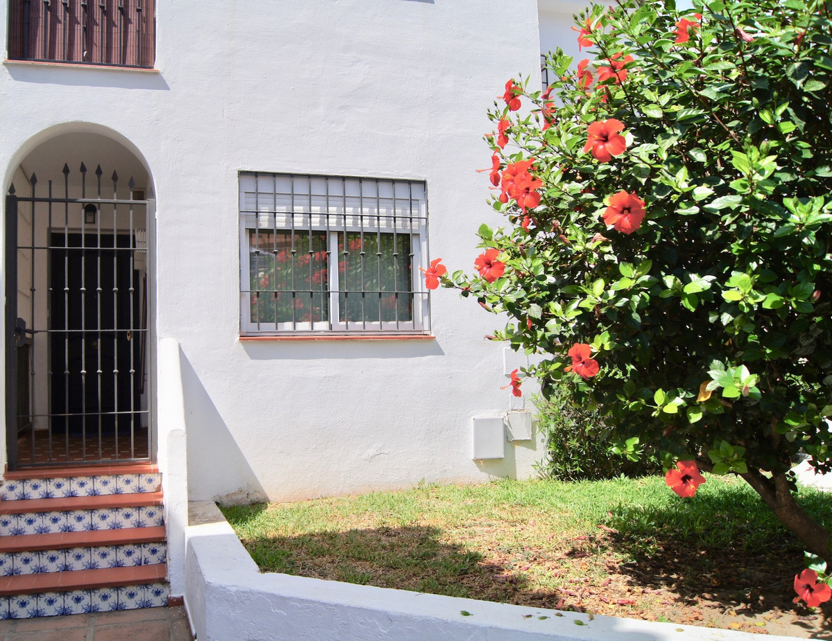 Lovely one bedroom apartment in Los Pacos area (lower part). Old Andalucian style community . All sh,Spain