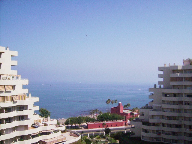 Apartment in Benalbeach with a 100 m2 terrace with amazing panoramic sea, mountain  and Paloma Park ,Spain