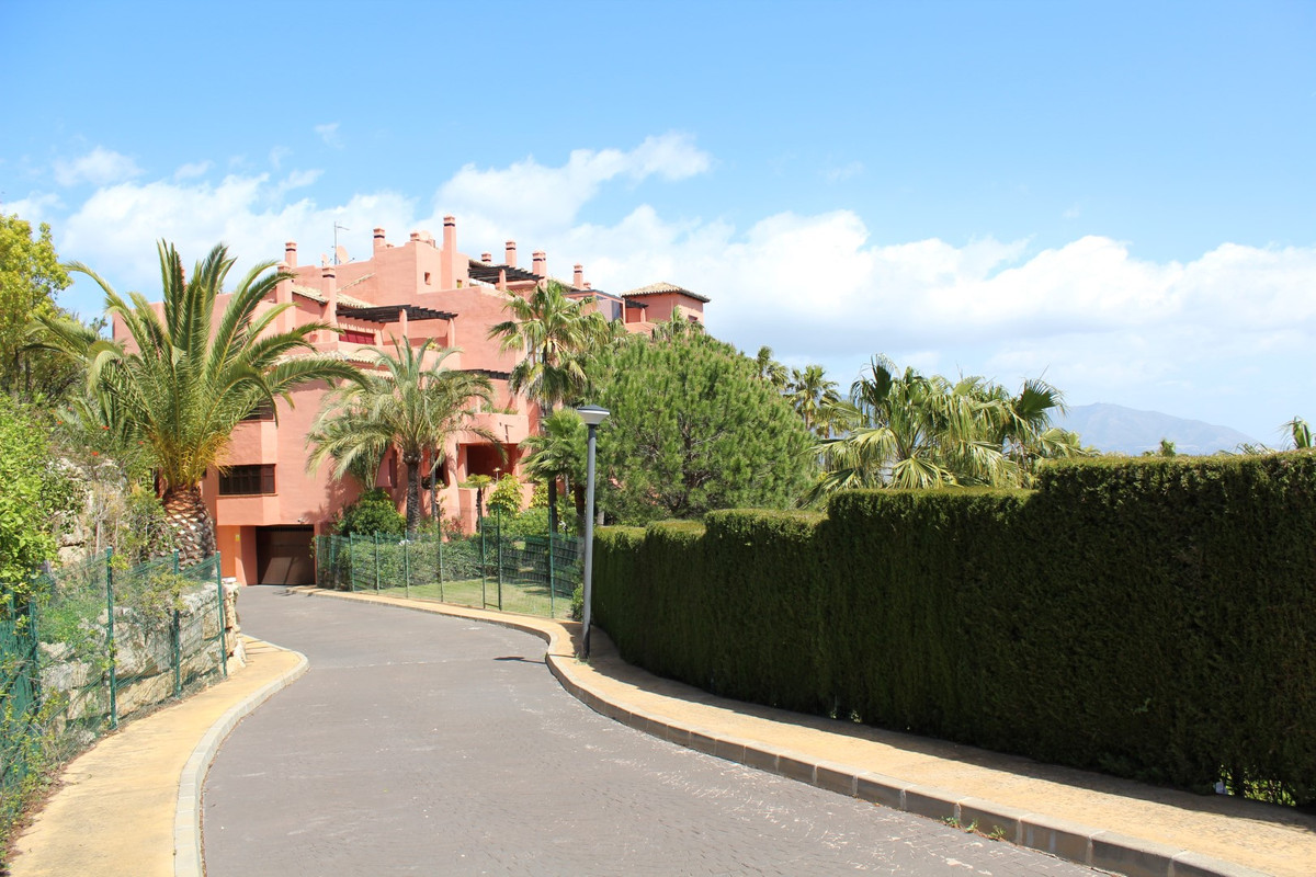 BARGAIN BANK REPOSSESSION !!!  A rare opportunity to buy one of the few South facing apartments in t, Spain