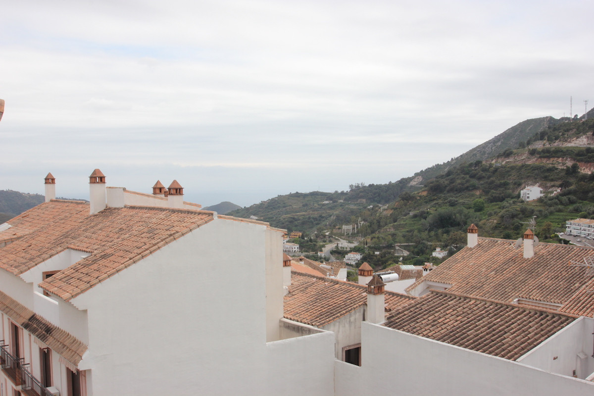 One bedroom apartment in the picturesque village of Ojen with walking distance of bars and restauran, Spain